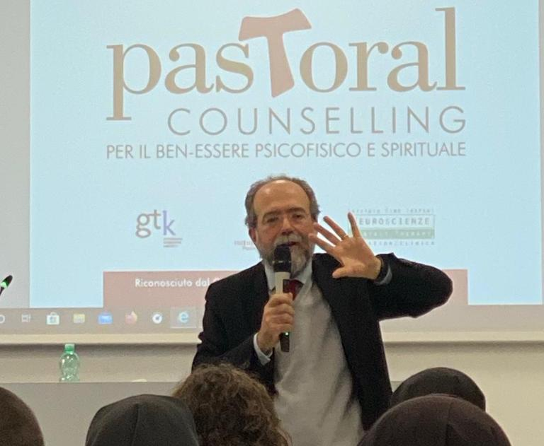 """""""Un Nuovo Umanesimo: la Gestalt Therapy"""". Le riflessioni del prof. Antonio Sichera"""